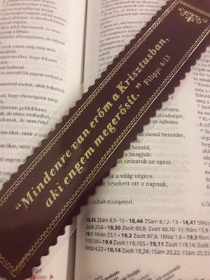 Aranyozott bőr könyvjelző Mindenre van erőm a Krisztusban (bordó)