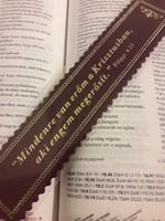 Aranyozott bőr könyvjelző Mindenre van erőm a Krisztusban (bordó) (Bőr)